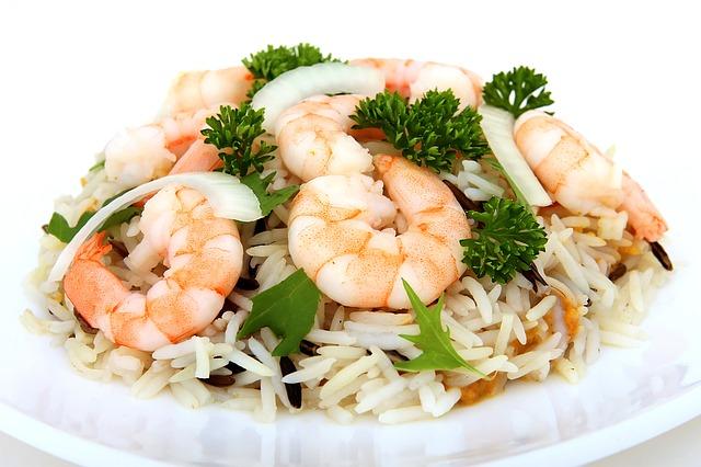 Salade de riz aux crevettes et au pamplemousse