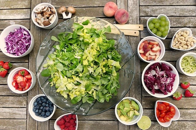 Salade estivale au bœuf séché, melon et nectarine