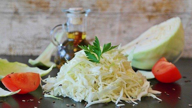 Salade de chou blanc au poivron rouge
